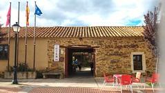 Entrada Al Albergue las guedas (brujulea) Tags: las rural casa leon entrada casas astorga albergue rurales aguedas brujulea