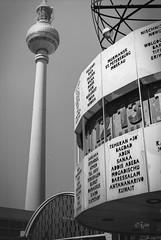 2016 Alex (jeho75) Tags: leica iiif leitz summicron deutschland germany berlin alexanderplatz fernsehturm weltzeituhr schwarz weis black ans white rollei retro 80s
