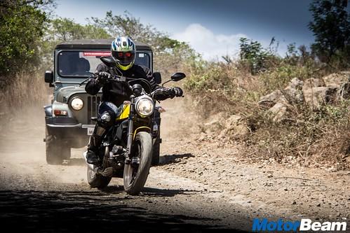 Ducati-Scrambler-vs-Mahindra-Thar-18