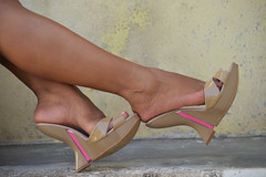 Wedges Beige (lupita2008) Tags: feet beige nails pies tacones altos lupita piernas wedges