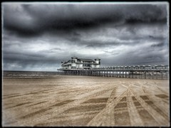 Weston super mare pier in summer ! (Stu_139) Tags: uk holiday beach summer summerbeachholiday