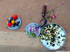 "cortando vegetales • <a style=""font-size:0.8em;"" href=""http://www.flickr.com/photos/92957341@N07/8723934597/"" target=""_blank"">View on Flickr</a>"