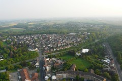 Ballonfahrt: Alsdorf-Eschweiler (Neuwieser) Tags: above hot eye birds de photography photo photographie view ride air hotair ballon balloon picture heisluftballon aerial photograph cameron aachen tierpark ballooning birdseye vues prise luftbild arienne ballonfahrt vogelperspektive luftaufnahme weiher ballonfahren alsdorf aerophoto heisluft luftbildaufnahme luftbildfotografie alsdorfer