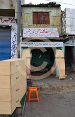 Coffin Box seller, Karachi (Ameer Hamza) Tags: morning coffin karachi seller coffins punjabi shopkeeper