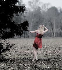 cling. (elremshdm) Tags: tree girl women wiese frau baum mdchen