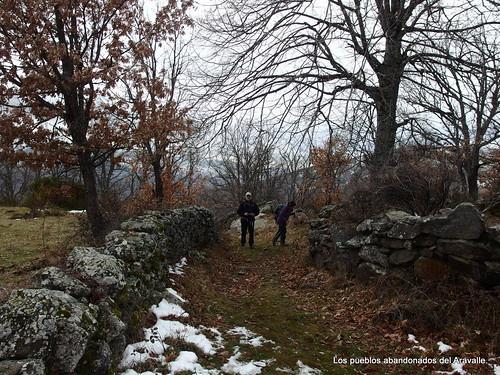 MARCHA-371-los-pueblos-abandonados-valle-de-aravalle-avila-senderismo (11)