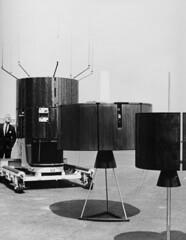 Anglų lietuvių žodynas. Žodis communication satellite reiškia ryšių palydovas lietuviškai.