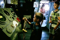 00570009 (andrzejek_ap) Tags: navy aircraftcarrier youngboys ussmidway wheelhouse shipsbridge helsman