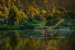 Situ Gunung, Sukabumi, West Java, Indonesia (CGIAR Consortium) Tags: trees people lake men net water horizontal indonesia landscape fishing flickr fishermen raft westjava forests sukabumi situgunung cifor