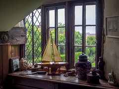 Restoration House Window, Rochester (Bob Radlinski) Tags: uk greatbritain travel england kent europe rochester restorationhouse