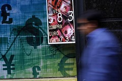 Greenback bloc currencies buoyant; dollar treads water vs. yen, euro (majjed2008) Tags: water euro dollar bloc greenback currencies treads buoyant