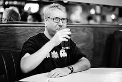 The Neon King of Sacramento (Thomas Hawk) Tags: california bw bar restaurant photowalk sacramento simons photowalking tomspaulding photowalking100308 photowalking10032008 photowalk100308 photowalk10032008 photowalkingsacramento2008