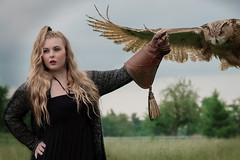 Da kommt was! (Godwi_) Tags: bird animals tiere flying eyes flight gloves owl augen gliding vgel raptors vogel fliegen flug birs handschuh greifvgel eule anflug gleitflug