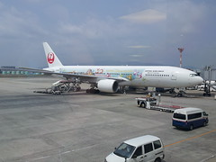 Japan Airlines ITM>HND 777 Disneyland 30Th paints (PYONKO) Tags: japan f jl 777 firstclass jal domesticflight itmhnd