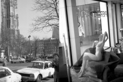 Paris 1979, tout fout le camp ma brave dame.. (Loran de Cevinne) Tags: paris1979 paris 1979 iledefrance france vintage vintagescan ilford ilfordfp4 blackwhite noiretblanc peugeot404 renault16 citroencx cx tourstjacques négatif piétons badauds marcheurs mannequin vitrine lorandecevinne film