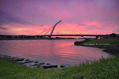 --  (szintzhen) Tags: bridge sunset cloud reflection water taiwan     taipeicity    sunglow