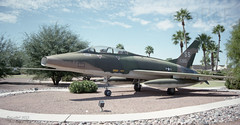 56-3727 N.American F-100F Super Sabre as '56-0951' SS (eLaReF) Tags: ss north f100 super sabre american sled kdma supersabre namerican f100f 563727 560951
