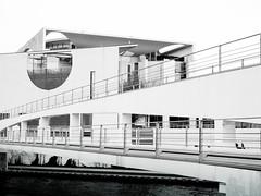 Kanzleramt (Markus Kolletzky) Tags: bridge bw white black berlin architecture canon highcontrast sw brcke spree kanzleramt bundeskanzler chancelor 1000d