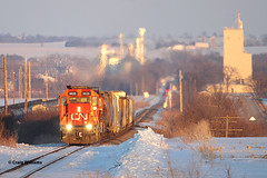 IC 9626 Westbound L565  West of Dyersville IA (missinglink34) Tags: sunset snow cn iowa local gp38 dubuquesub