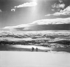 Skitouring in North Norway (S_Peter) Tags: 3 120 6x6 film norway analog norge blackwhite iii voigtlaender bessa north norwegen arctic hasselblad sw medium format analogue 13 667 ilford fp4 voigtlnder nord x1 troms id11 mittelformat ringvassya nordfjellet bessaiii