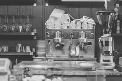 venice bar (Andibart) Tags: venice venezia venedig leicam6 voigtlndercolorskopar35mm25mc kodaktmax100kb