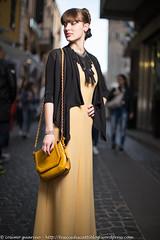 IMG_4648 (traccediscatti) Tags: persone giallo borsa stile nero abito ragazza capelli pubblicit modella abbigliamento allaperto accessori vestito acconciatura