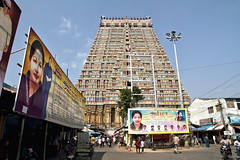 Tiruchirapalli (Trichy)  - L'enceinte extrieure du temple Sri Ranganathaswamy (Chemose) Tags: sky india architecture canon temple eos january ciel 7d hindu hinduism janvier tamilnadu inde southindia trichy gopuram hindouisme hindou tiruchirapalli ranganathaswamy sriranganathaswamy indedusud vischnu vischnou