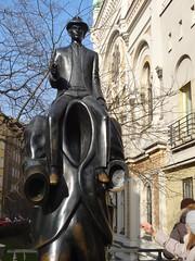 Franz Kafka Monument (bernarou) Tags: monument statue bronze europa europe republic czech prague monumento central praha praga franz kafka estatua repblica checa republika josefov czechia prask praze esk