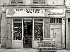 Narbonne - Rue Droite (Maxofmars) Tags: europe europa france francia frankreich frankrijk ville city ciudad citta stadt rue street calle strasse strada via straat carrer shop tienda bw