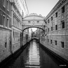 Il Ponte (Q-BEE) Tags: travel summer blackandwhite italy holidays italia urlaub ponte venezia venedig dei adria sospiri veneto serenissima seufzerbrücke laserenissima vemice