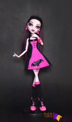Draculaura Skull Shores (PurpleandOrangeMH) Tags: draculaura monster high doll mueca punta arenas chile orange purple basic 2 draculocker sweet screms skull shores gloom beach diener music festival