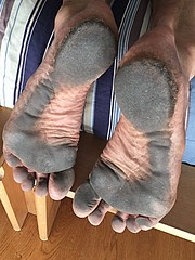 barefoot after three days without washing the feet (danragh) Tags: soles piediscalzi piedisporchi dirtyfeet