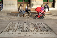 CASTELL DE LA PLANA . 1563 . (ABUELA PINOCHO ) Tags: plaza espaa spain candid banco urbana castellon robado