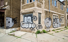 Optimist, Amuse (TheHarshTruthOfTheCameraEye) Tags: de graffiti md detroit pop ups empire optimist throw mds throwups 126 amuse throwies darkempire detroitgraffiti amuse126