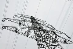 Stahl-Fachwerk-Mast (4) (Chironius) Tags: stahl freileitungsmast industrie gittermast stahlfachwerkmast stahlfachwerk fachwerkskonstruktion hochspannungsleitung berlandleitung stromleitung lingen emsland germany deutschland niedersachsen allemagne alemania germania   gegenlicht strommast silhouette
