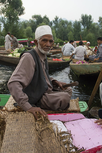 Old seller - Floating market - Srinagar - Kashmir - Sylvain Brajeul ©