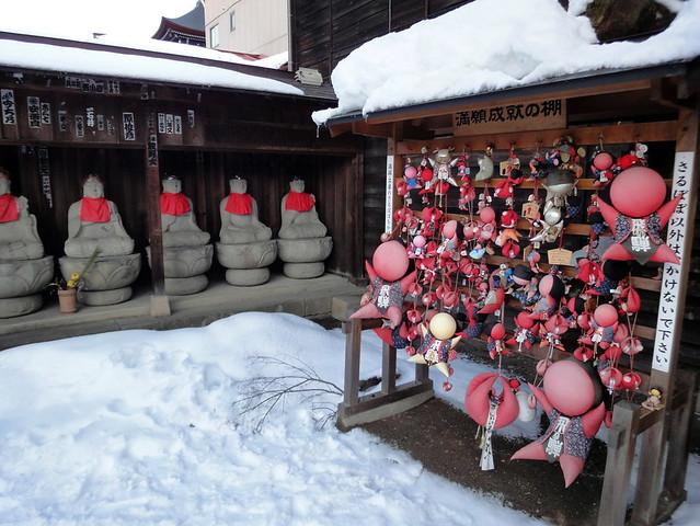こちらは見慣れたさるぼぼが掛かっていました。|飛騨国分寺