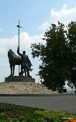 Памятник Первопоселенцу