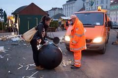 Von Profis bewundert. (mygardenhome.de) Tags: bewegung kugel interesse gassen aufmerksamkeit profi strasen begleiter experte kompostieren komposter ecomposter gartenartikel kundenbild