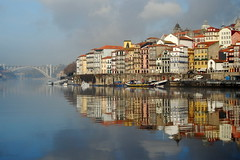 One morning magic... 0968 (vihudi) Tags: house reflections boats cities bridges porto santos rivers douro gaia vitor arrabida vihudi