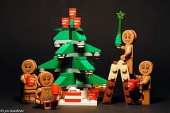 Tree decoration - Gingey style (LynG67) Tags: christmas tree lego gingerbread mug minifigs minifigures