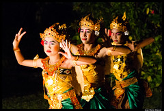 La danse de la tortue (Jean-Marie Chassot) Tags: show voyage travel bali indonesia dance asia danse asie legong spectacle indonsie pemuteran
