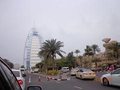 دبي Dubai (The Libyan Fish) Tags: cafe dubai lulu 60 ام يوم مطعم دبي كتب لولو مول شيراتون محطة برجالعرب مكتبة حافلات تبرع برجمان الشيخزايد الارض كافي باصات باص عامة الشيخمحمدبنراشدالمكتوم يومالأرض لوحاتفنية سقيم ارفف محطةباص مكتبةامسقيم