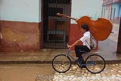 Cuba2014 Trinidad 00524 (Hatuey Photographies) Tags: people rain bicycle cuba pluie trinidad bicyclette vélo gens hatueyphotographies ©hatueyphotographies