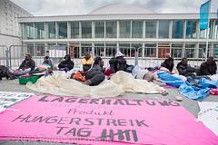 hungerstreik-flchtlinge-alex-2 (Bjrn Kietzmann) Tags: demo refugee refugees protest demonstration alexanderplatz bcc hausdeslehrers 2014 mahnwache dublin2 hungerstrike flchtlinge verzweiflung abschiebungen hungern ffentlich verzweifelt berlinercongresscentrum alexanderstrasse asyl kietzmann protestieren grunerstrasse bleiberecht anerkennung hungerstreik grunerstrase bjrnkietzmann dublinii grunerstr dauermahnwache flchtlingsprotest flchtlingsproteste rechtaufasyl abschiebestopp