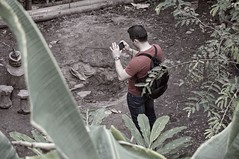 Photographing a Teapot (pigpogm) Tags: man person photographer photos edenproject teapot dartmoordrama sel55210 mxpp