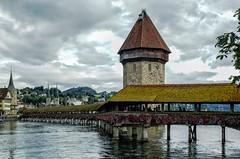 Kapellbrcke - Puente de Lucerna (bervaz) Tags: bridge lake river lago suiza sony 18200 lucerna a100 kapellbrcke 18200mm 18200mmf3556 dslra100 sal18200 rioreuss puentecapilla