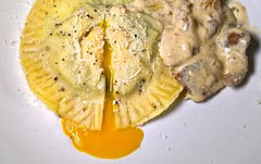 Raviolo dal tuorlo liquido (Anakronik) Tags: sauce ricotta crme raviolo cpes epinards raviole