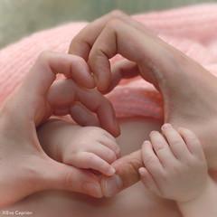 Manos amorosas - Loving hands (Eva Ceprin) Tags: family baby love familia hands heart amor manos beb corazn tenderness ternura nikond3100 tamron18270mmf3563diiivcpzd evaceprin
