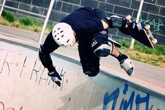 Jump I (bauingenieuse) Tags: sports sport jump ramp skateboarding action frankfurt helmet tape gloves skatepark skate halfpipe skater gaffer sprung helm handschuhe ezb 2016 rampe kneepad knieschoner bauingenieuse